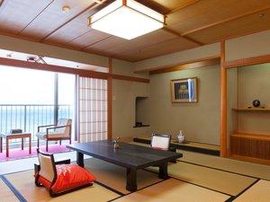 ◆特別室【花うるし】次の間付(12.5畳+4.5畳):12.5畳の和室の他に4.5畳の次の間をご用意した広々客室