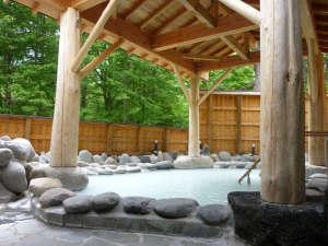 *温泉(露天風呂・夏)/源泉掛け流し乳白色の硫黄温泉をお愉しみください