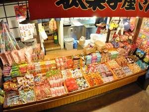 「懐かし横丁路地裏」の駄菓子屋さんには駄菓子がいっぱい!10円から楽しめるよ