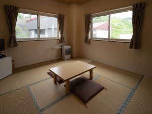 【和室】こじんまりとしてゆったりとできる客室