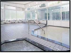 源泉かけ流しが自慢の温泉です☆入浴時間は午前11時~翌午前9時までなので夜間の入浴もOKです♪