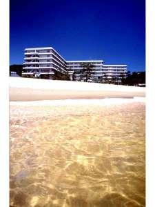 海側客室からは日本の渚百選にも選ばれた渋川海岸が望め、リゾート気分満喫。