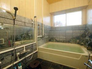 館内のお風呂は小さいながら人工温泉 ※貸切でのご利用はご相談ください