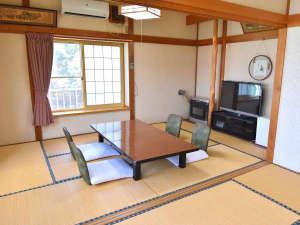 *【客室一例】畳のお部屋でゆっくりとおくつろぎください。
