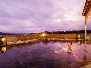 秀峰岩手山を望む絶景【空中露天風呂】は和風・洋風の2種がございます。(和風露天風呂)