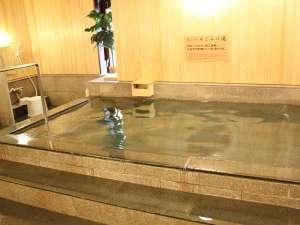 1階男女別浴場「めぐみ湯」。ひのきの香漂う落着いたお風呂でゆっくり旅の疲れを流して下さい。
