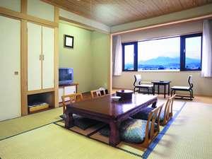 【和室】約35㎡。木と畳の匂いが和の雰囲気を醸しています。