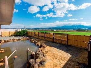 大浴場の露天風呂からは十勝岳連峰を一望できます♪