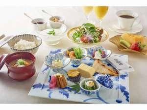 和食セットとハーフビュッフェスタイルの朝食です。