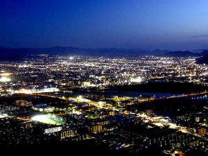 夜景側ツインから見る、高松市の夜景