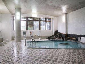 *【大浴場一例】当館の湯は、高い保湿力と保温力のミネラル豊富な「トロン温泉」