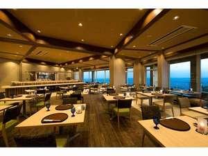 海に面した夕食・朝食会場のレストラン①