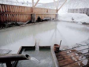 【露天風呂】冬は情緒溢れる雪見露天風呂となります。