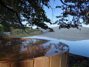 湖畔の露天風呂