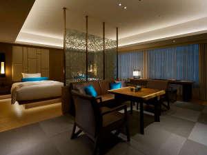 【セレスティンデラックス東山】テーマは「月」。落ち着いた色調が巧みに重ねあわされた特別室です。