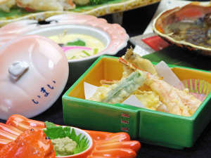 カニの天ぷら・蒸し物(茶碗蒸し)はどのコースにも。熱い内に召し上がれ。