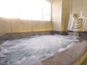 厨(くりや)温泉を引いている浴室。気泡風呂なのでよく温まります。