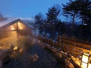 【季の湯】「葉隠れの湯」露天風呂(冬風景)