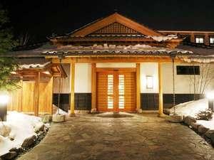 季の庭玄関冬「夜景」