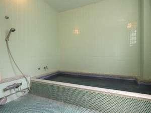 大浴場麦飯石で清潔、薬効もあります