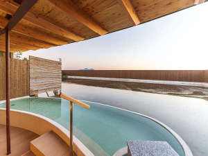 「女子露天風呂」2020年8月にオープン。源泉掛け流しの天然温泉をお楽しみ下さい。