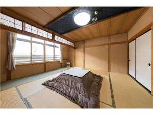 10畳のお部屋です♪ゲレンデが一望でき今日のコンディションも一目でわかります♪