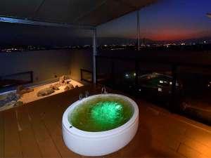 大分市街地を望む露天風呂夜景