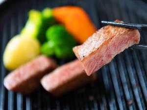 【夕食】豊後牛「頂」リブロースの一口ステーキ/例