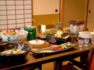 ◆【万里荘】-夕食イメージ-上質で上品な設えの中、日本料理の起承転結のある物語をお楽しみくださいませ。