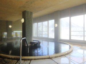 【温泉】男性用内湯。内湯は24時間いつでも入れます。