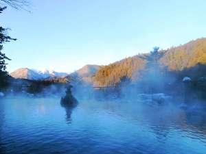 当館の展望野天風呂です。美しい自然を楽しみながら、ゆっくりと疲れをお癒しください。