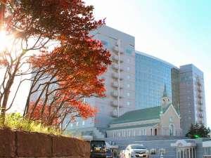 ≪秋のホテル外観≫