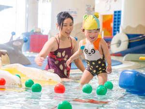 お子様のプールデビューに最適!水深15cmの幼児プールで遊ぼう!