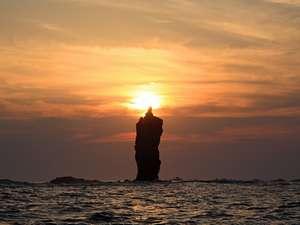 神秘の灯(ともしび)!ローソク岩遊覧船宿より車約30分