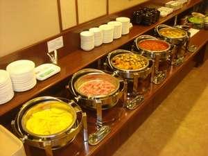 ルートイン自慢の無料バイキング朝食★ボリューム満点!一日の活力に是非お召し上がりください♪