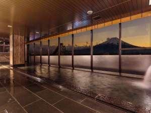 展望温泉大浴場/富士山を見ながらご入浴いただけます