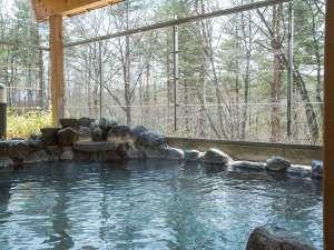大浴場露天風呂。日本の名湯気草津温泉を掛け流し。