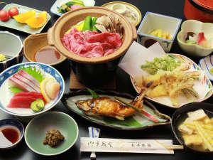 ■【ご夕食一例・スタンダード】山菜、きのこ、川魚など山の味覚・食材たっぷりの田舎料理でおもてなし。