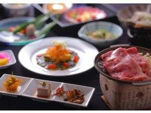 ■たくさんの方に喜ばれている【山形牛すきやき】と調理長お勧めの和風創作会席膳