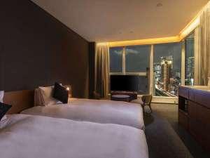 スカイビューツイン_33㎡~&17階 <室内からの夜景>