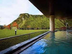 紅葉期が始まったばかりの頃の『天華の湯』の露天風呂です。晴れた日は景色がとても綺麗に見れます★