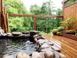 貸切温泉露天風呂は2018年7月にリニューアル。より自然を感じやすくなっております