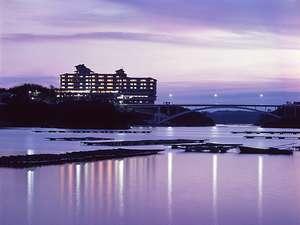 外観 英虞湾に囲まれた賢島に佇むホテル
