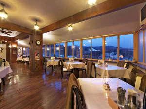 夜景を眺めながらデイナータイムが楽しめる天望レストラン