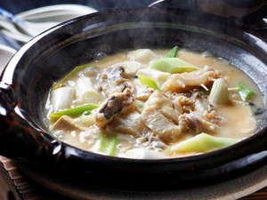 アンコウ鍋(豆腐とネギと鮟鱇だけの味噌仕立ての鍋)