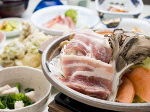 *ご夕食では和洋料理を中心としたメニューをご提供しています。