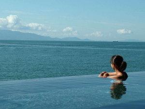 <天海の湯>TVや雑誌などのメディアでも多数掲載!当館自慢の海と一体化したようなインフィニティ風呂