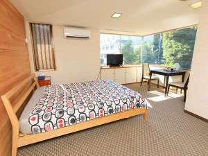ダブルルーム。雅竹唯一の洋室です。シングルルームとしてお使いいただけます。