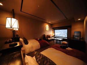 【デラックスツイン/33.6㎡】人気No.1の客室タイプ。デラックスツインは全室、函館山側の眺望です。