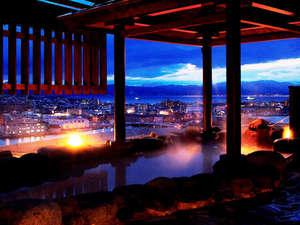 【露天風呂】最上階の露天風呂からは最高の眺望をお約束します。
